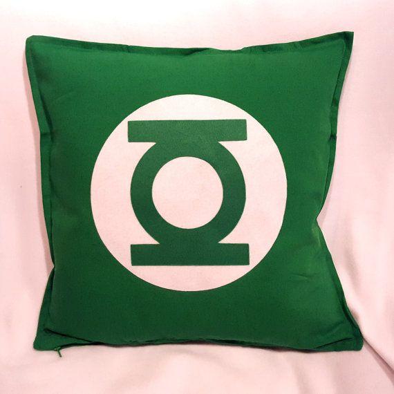 Lanterna Verde è il nome di diversi personaggi dei fumetti pubblicati dalla statunitense DC Comics.  Il Corpo delle Lanterne Verdi è un corpo di