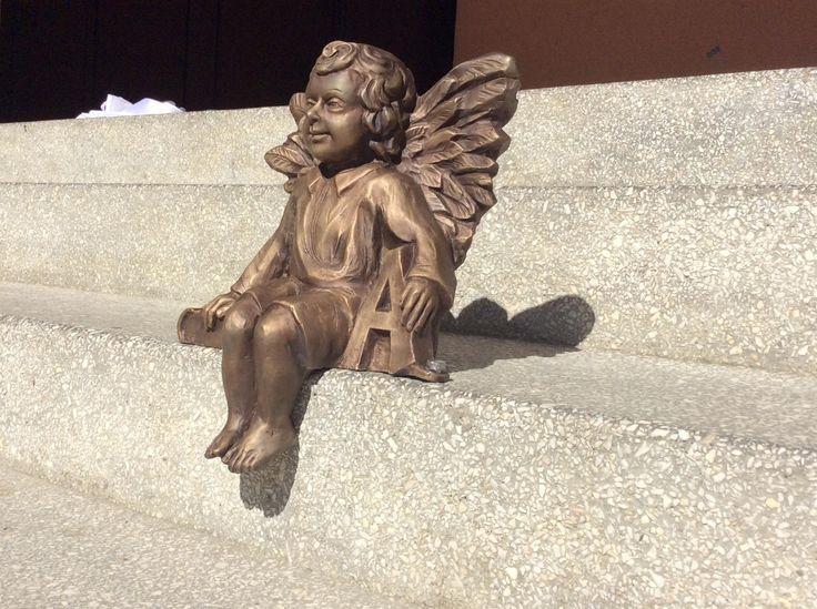 Pierwszy miejstecki anioł - Gabryś, odsłonięty dziś, tj. 01.06.2016 na schodach Zespołu Szkół Publicznych. Takich aniołów będzie więcej i będą pełnić funkcję przewodników po Miejscu Piastowym.