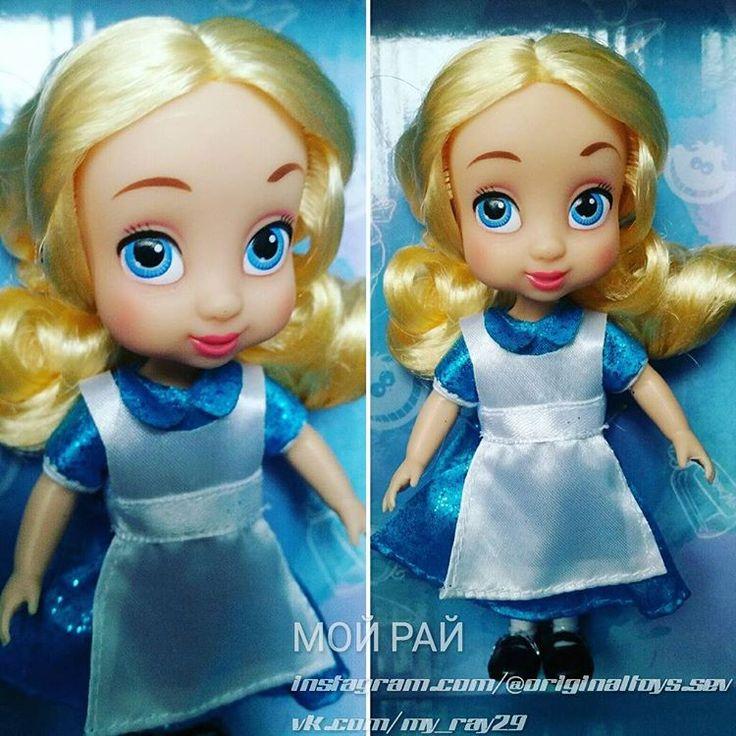💚У НАС ЕСТЬ В НАЛИЧИИ💚 Очаровательная малышка Алиса ✔Рост куколки: 13см ⚠Оригинальная продукция Disney Store 💕У куколки подвижны ручки, ножки, голова и туловище. Ножки сгибаются в коленках (шарниры). 🎁Все куколки упакованы в подарочные коробочки Дисней  #куклыдисней #принцессыдиснея #алиса#лучшийподарок #disneystore#игрушкисша #алисавстранечудес #dollsnew #alisadoll  #disneyanimatorscollection #minidoll #minianimator #низкиеценытут#originaltoyssev