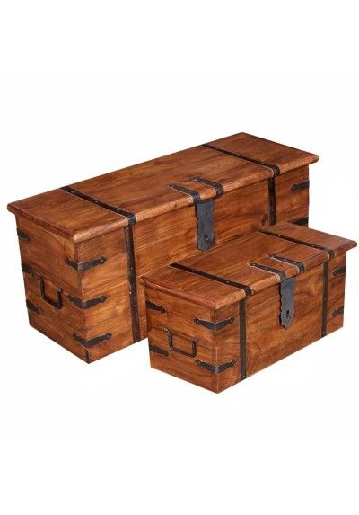 Arca set de dos fabricada en madera maciza primitiva color teka.  Medidas tamaño grande 38 cm de alto x 83 cm de ancho x 37 cm de fondo. Peso 18.450 Kg  Medidas tamaño chico 30 cm de alto x 61 cm de ancho x 30 cm de fondo. Peso 10.650 Kg.  Muebles auxiliares para el interior del hogar, decoración para entrada, recibidor, dormitorio... Envío gratis en 24h.