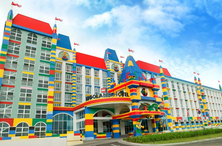 LEGOLAND Malaysia Resort is a Park, Water Park and Hotel in one LEGO themed location with rides, slides, shows and attractions offering adventure, education and fun! That's cool. Check out the themed rooms. #NerdMentor