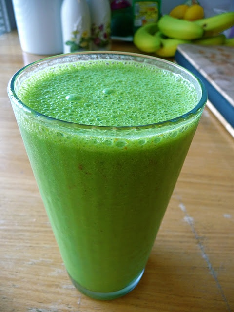 Green Monster Smoothie: Spinach, banana, flax seed, and almond milk. : Almond Milk, Flax Seeds, Green Monsters Smoothie, Simply Scrumptious, Fruit Drinks, Healthy Shakes, Bananas Ice, Almonds Milk, Ground Flax