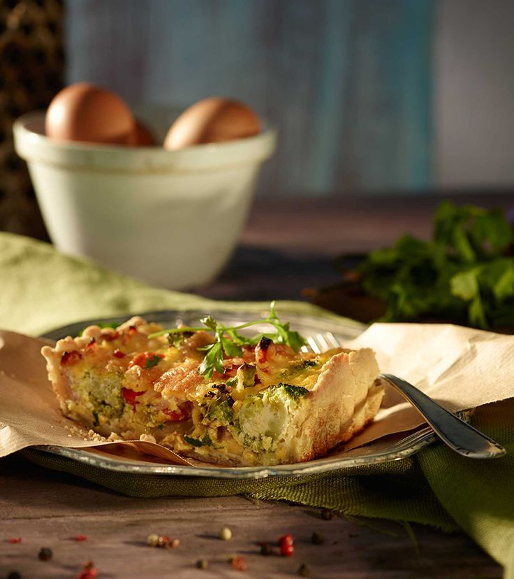 Enjoy this Rustic Broccoli and Ham Quiche, served either hot or cold.  *Ham can be replaced with thinly sliced smoked chicken