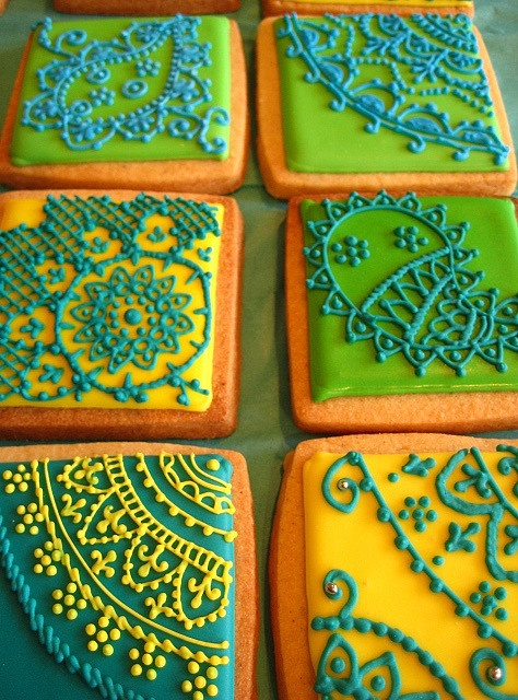 mehndi cookies!  i have a *serious sweet tooth*, but these might just be too beautiful to eat...