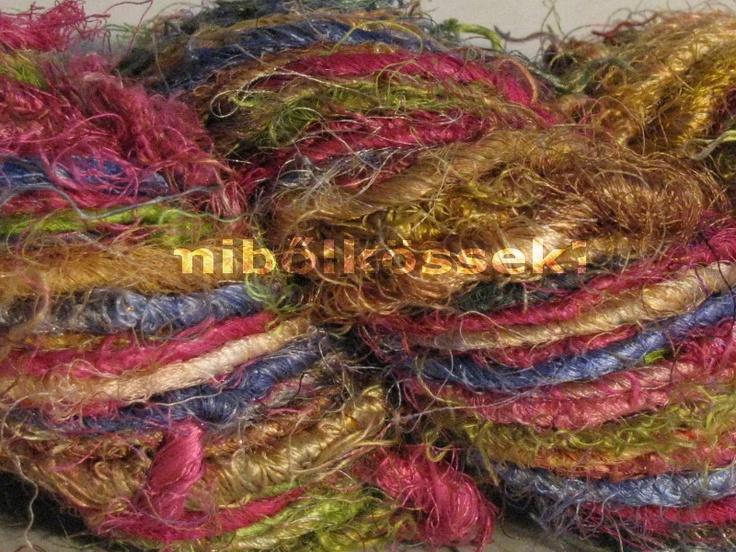 sari silk yarn in color 'carnival'. main colors are: pink, blue, green and gold in light shade. / szári selyem fonal karnevál színben. meghatározó színei a pink, a kék, a zöld és az arany világos árnyalatai.