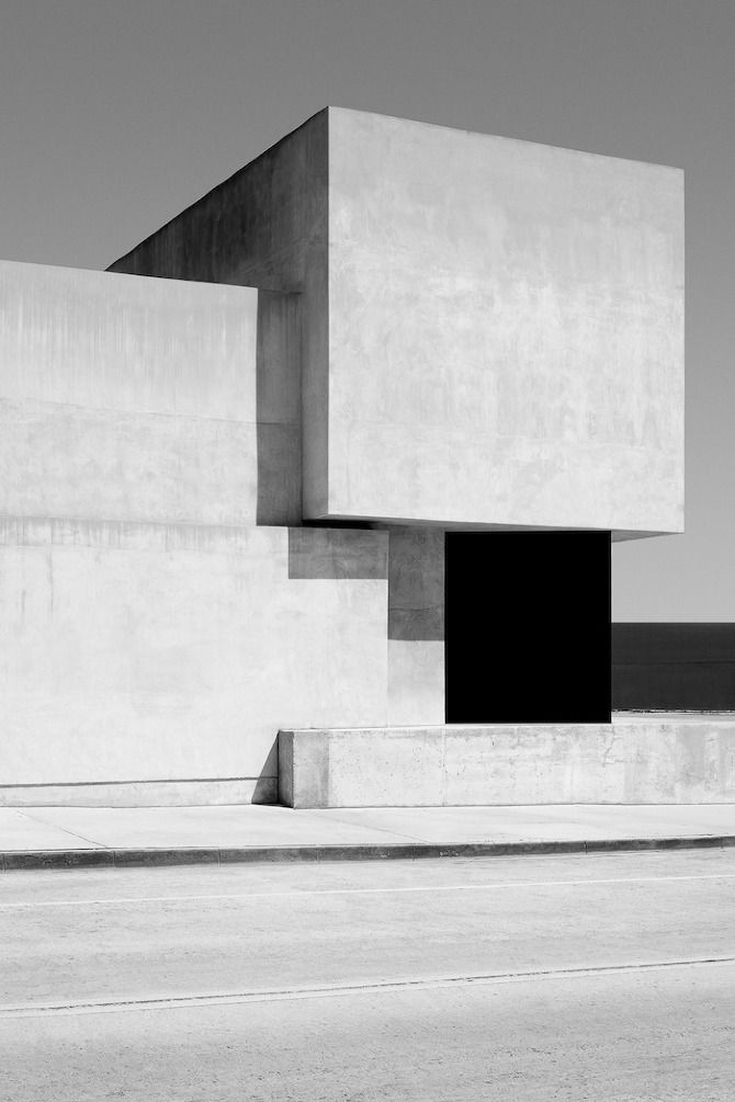 mahabis architecture // the shadows of this geometrical design give the effect of a modernist painting