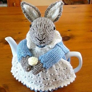 "1,310 Likes, 46 Comments - LuxeFibers & Wool (@luxefibers) on Instagram: ""Festive Friday: bunny rabbit cuteness ______________________________________________ Ravelry:…"""