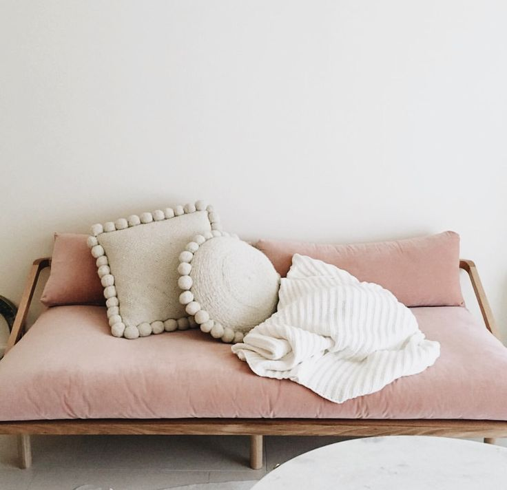 @thehomely millennial pink // pastel pink // blush pink daybed sofa with white moroccan pillows with pom pom fringe