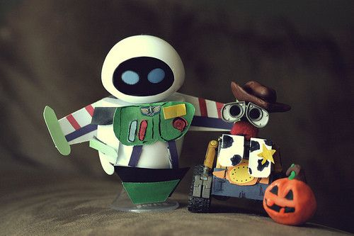 too a second for my brain to recognize... eva and wall-e dressed up for halloween :) ♥