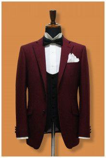 【挙式用タキシード】ホテルウエディングにお勧めのワイン色タキシード、ご新婦様がピンク系のドレスだとまとまります 結婚式の新郎タキシード 新郎衣装はメンズブライダルへ-2ページ目
