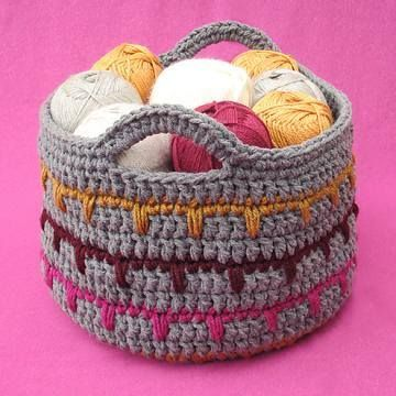 Looking for a great way to stash your yarn? This Spikes Yarn Basket is a little fancier than the original basket! Free pattern by Gleeful Things: http://ift.tt/1qTjCHX