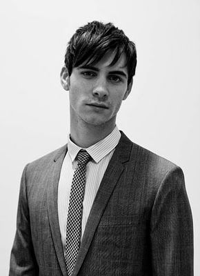 harry lloyd - great-great-great-grandson of charles dickens and plays viserys targaryen in game of thrones