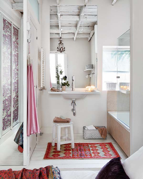 White bathroom, splashes of color, whitewashed wood beam ceiling, great architectural details, chandelier....sweet via: dustjacket attic: Apartment In Madrid