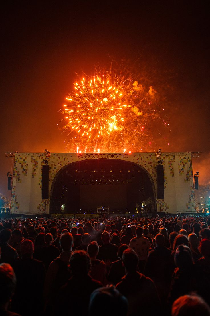 Electric Picnic, Stradbally, County Laois, UK - The Electric Picnic Festival is like the Irish countryside blooming under a blessed summer sun, with a kickass musical lineup tucked into a manageable size culminating into one hell of an event