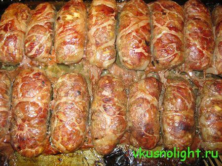 Добро пожаловать на блог «Вкусно и Легко»!.Этот рецепт понравится тем, кто любит домашнюю колбасу. Наши же колбаски в отличие от традиционной домашней колбасы будут менее калорийными и жирными. Приготовить их довольно таки просто, а колбаски получаю...