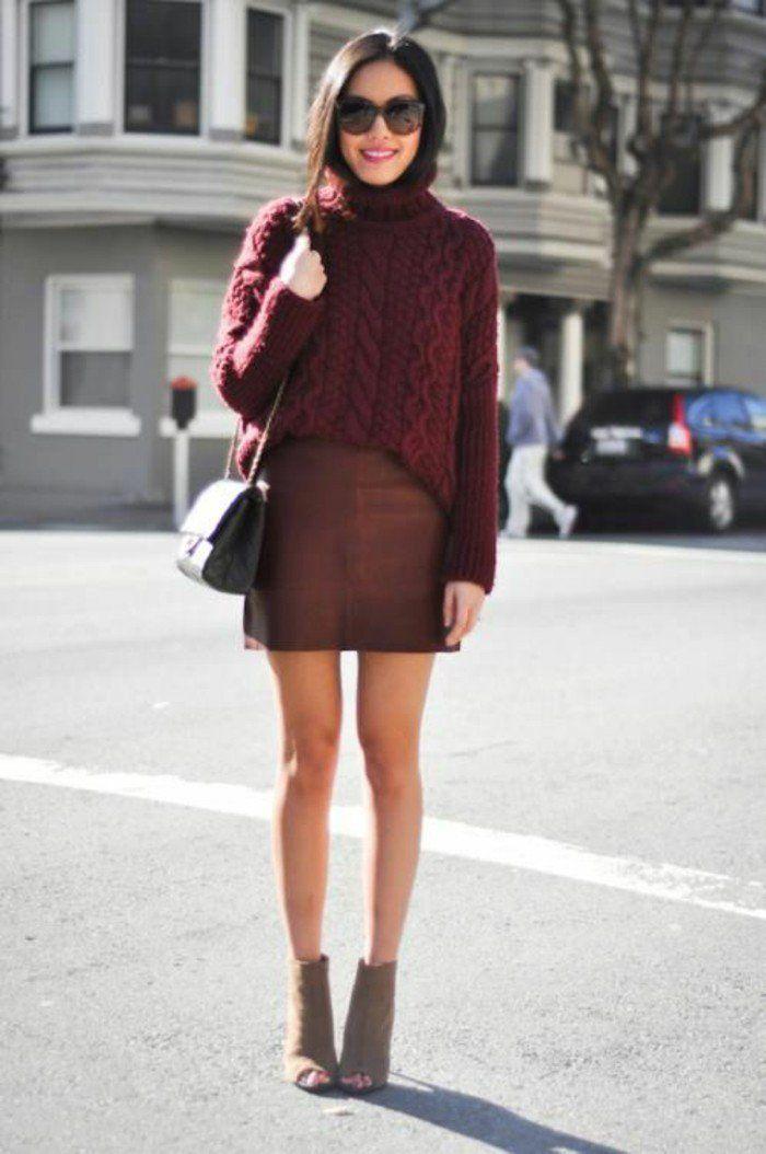 on adore cette tenue stylé en bordeaux, large pull chaud femme à col montant