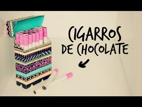 Cigarros de chocolate con cajetilla! LOVE IT<3  *CIGARROS: -Chocolate de repostería para derretir, lo encuentras en el súper. -Popotes de plástico, los encuentras en el súper.  -Papel china. -Cartoncillo o papel bond como opcional.  *CAJETILLA: -Cartulina -Pegamento, tijeras y cúter. -Regla -Pinceles -Pinturas acrílicas (no uses muy líquidas porque la cartulina puede deformarse).