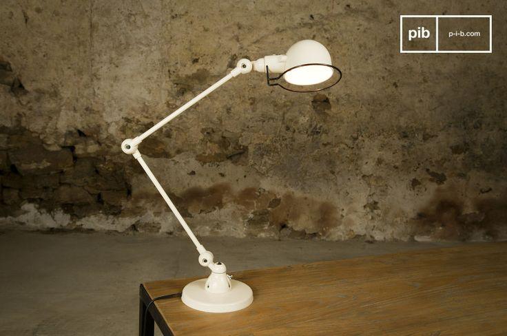 Lasciatevi incantare dalle linee semplici ma eleganti di questa lampada Jieldé Signal color avorio