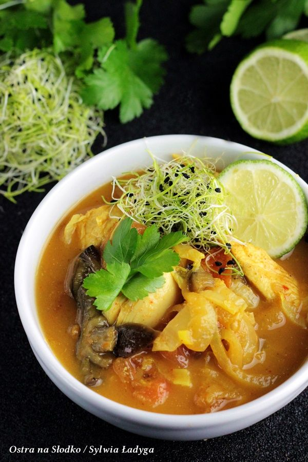 Kurczak Z Ananasem W żółtym Sosie Curry Kuchnia Tajska