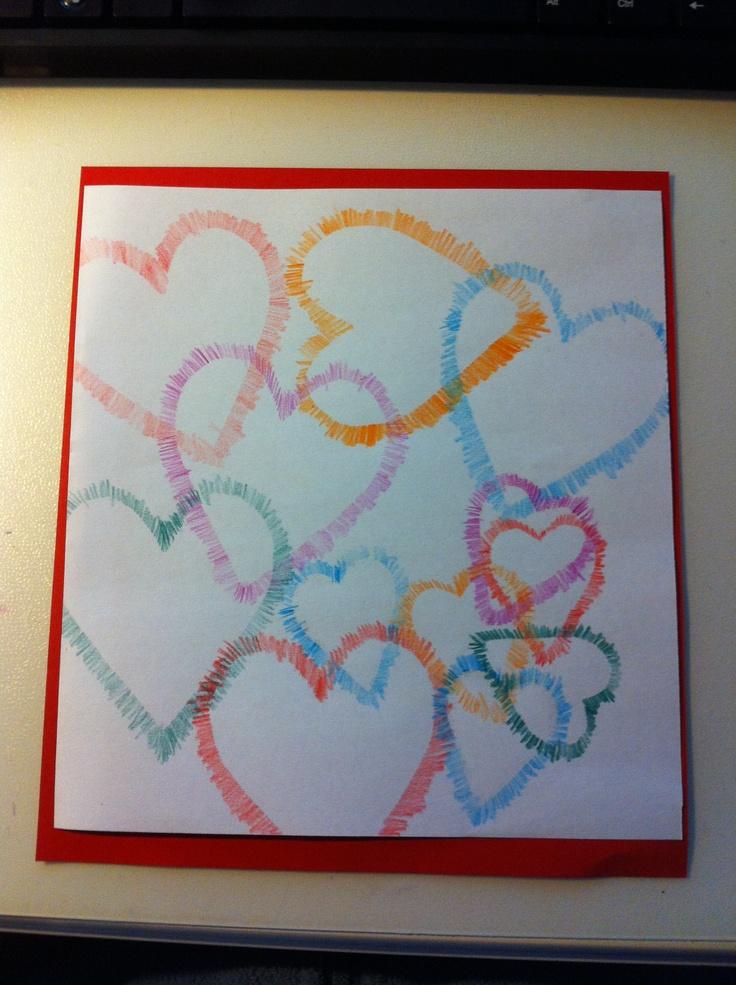 Tekenen voor Valentijn, gebruik papieren hartjes en ga hier met je potlood of krijtje overheen. Voor een extra leuk effect kun je verschillende kleine en grote hartjes gebruiken en veel overlappen!- Juf Monica