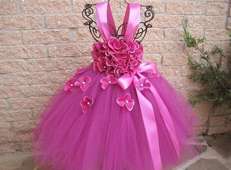 Fuchsia Flowers, tutu dress, fuchsia tutu dress, first birthday tutu dress, baby 3-24 months. For photo shoots, parties, gorgeous baby shower or newborn baby girl gift. The dress bodice is a stretchy