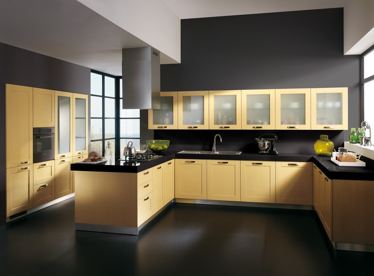 The handle also changes (there is a choice of no less than 10 for this model) in this sunny, welcoming Rainbow #kitchen, where the frames in the doors of almost all the units are the dominant motif. The gulf layout with peninsula is a contemporary way of achieving excellent access; however, as well as the snack top and stools, conventional tables and chairs are also available, for a more traditional #kitchen arrangement. #Scavolini