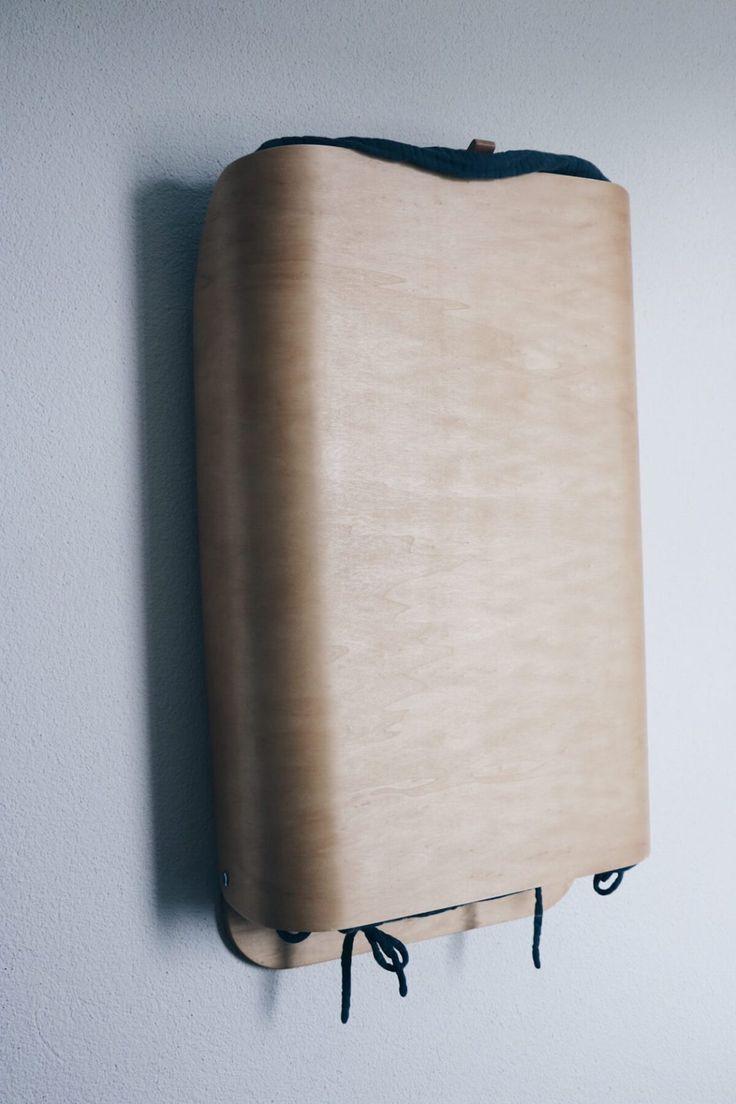 Minimalistischer Wandwickeltisch aus Holz
