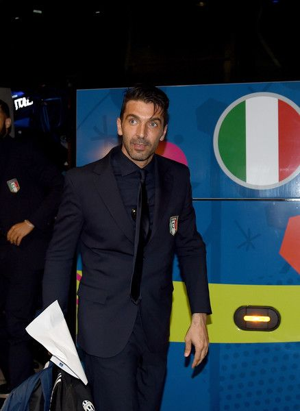 The Italy Team Arrive in Montpellier for UEFA Euro 2016 http://gianluigibuffon.forumo.de/post75252.html#p75252