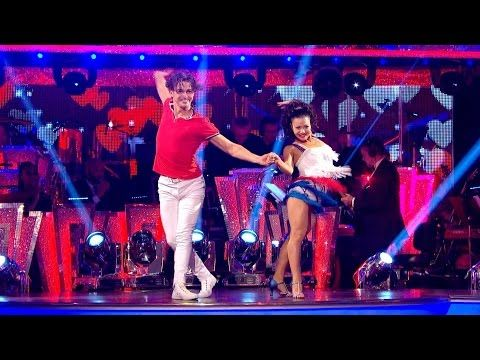 Claudia Fragapane & Aj Cha Cha to 'That's What Makes You Beautiful' - Strictly Come Dancing 2016 - YouTube