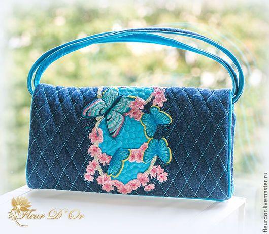 Джинсовая, вышитая сумочка через плечо `Весна`