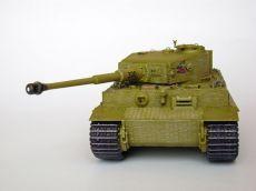 """Panzerkampfwagen VI Tiger (Pz.Kpfw.VI) Typu E (późna wersja), a więc niemiecki czołg ciężki z okresu II wojny światowej. Prezentowany model w malowaniu i konstrukcji z okresu: Polska, lato 1944 roku. Numer taktyczny wybierany losowo. Model plastikowy z elementami fototrawionymi, ręcznie złożony i ręcznie pomalowany w skali 1:35. """"Panzerkampfwagen VI Tiger (Pz.Kpfw.VI) Type E (late version)"""" (131944) - This is model of German heavy tank from World War II."""