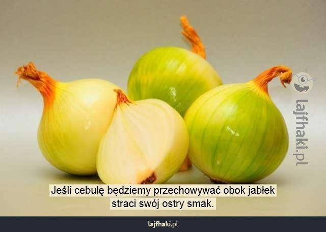 Sposób na ostrą cebulę - Jeśli cebulę będziemy przechowywać obok jabłek straci swój ostry smak.