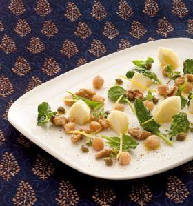 Insalata con spinaci, mele e noci al pepe indiano