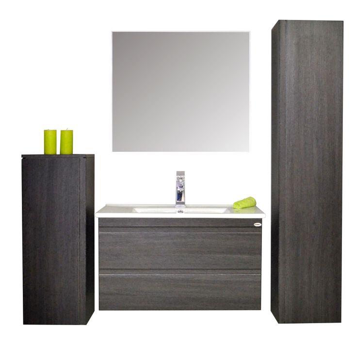 """Sanicare badmeubel Q7 - 85 cm. schots-eiken  Dit luxe badkamermeubel heeft twee soft-close zelfsluitende """"greeploze"""" Blum lades  De greeploze lades geven het meubel een strak en stijlvolle uitstraling.   Het meubel is voorzien van een mooi vormgegeven keramische wastafel en   te combineren met diverse kolomkasten, spiegelkasten, spiegel, etc.   Verkrijgbaar in de kleuren hoogglans wit, antraciet, schots-eiken   en truffel en in de afmetingen 65, 75, 85 en 100 cm.."""