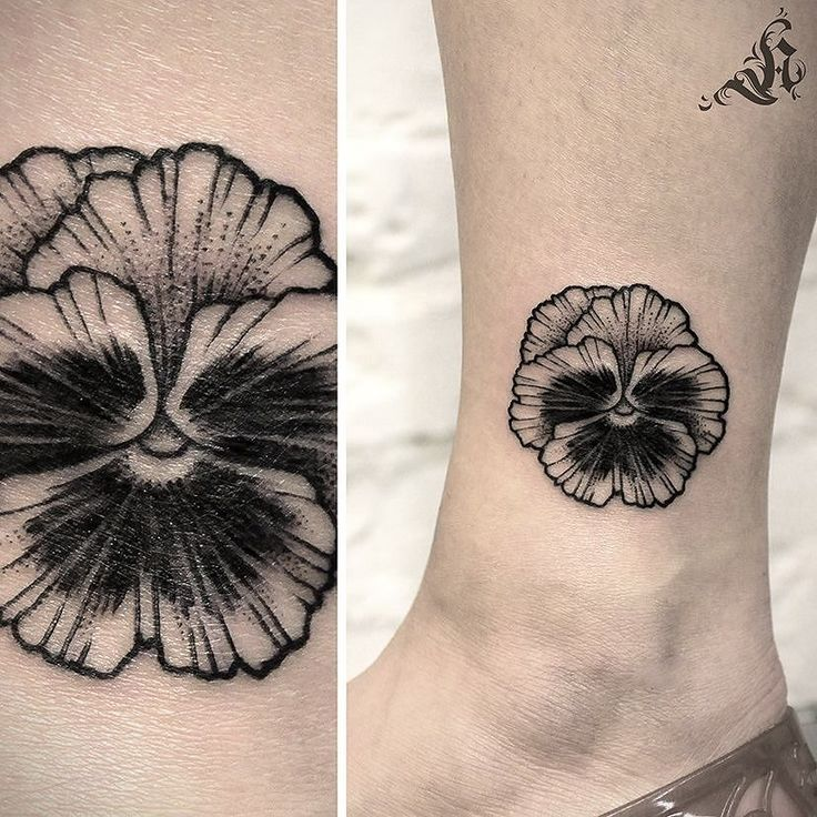 Detailed line and dot work pansy