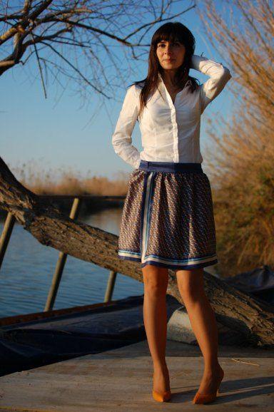 A principios del otoño paseando por París, vi a una chica con una falda de un género tipo pañuelo que me dio la idea. No hay nada como ir a Paris para volver con un montón de ideas y fotos pa…