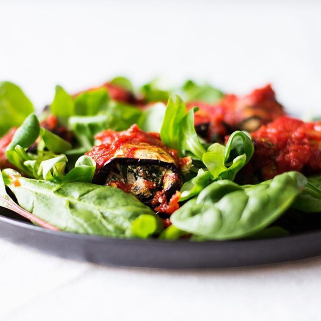 "My #vegan eggplant rollatini screams summer 😍😍😍 It's stuffed with tasty tofu ""ricotta"" and easy to make ahead. Recipe link is in my bio today 🍅💖#summervibes #summer #summerfeeling #veganfood #veganrecipes #veganlife #veganeats #veganism #veganfoodporn #veganfoodshare @thefeedfeed #thefeedfeed @foodblogfeed #foodblogfeed #f52grams #foodblogfeed #healthyish #plantfood #plantbased #plantpower #plantstrong #plantbaseddiet #poweredbyplants #linkinbio #instayum #instafood #nomnomnom #foodporn"