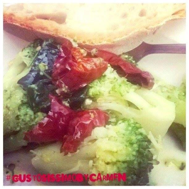 Broccoli con lo schioppo: Ricetta Calabrese | #GustosissimoByCarmen   Questa ricetta a base di #broccoli è davvero gustosissima e considerate che i protagonisti del piatto non sono fritti, non sono al forno, non sono bolliti , non sono al vapore … come saranno cucinati? Lo scoprirete solo leggendo….       #madeinsun  #ricettadelgiorno http://blog.giallozafferano.it/gustosissimobycarmen/broccoli/#