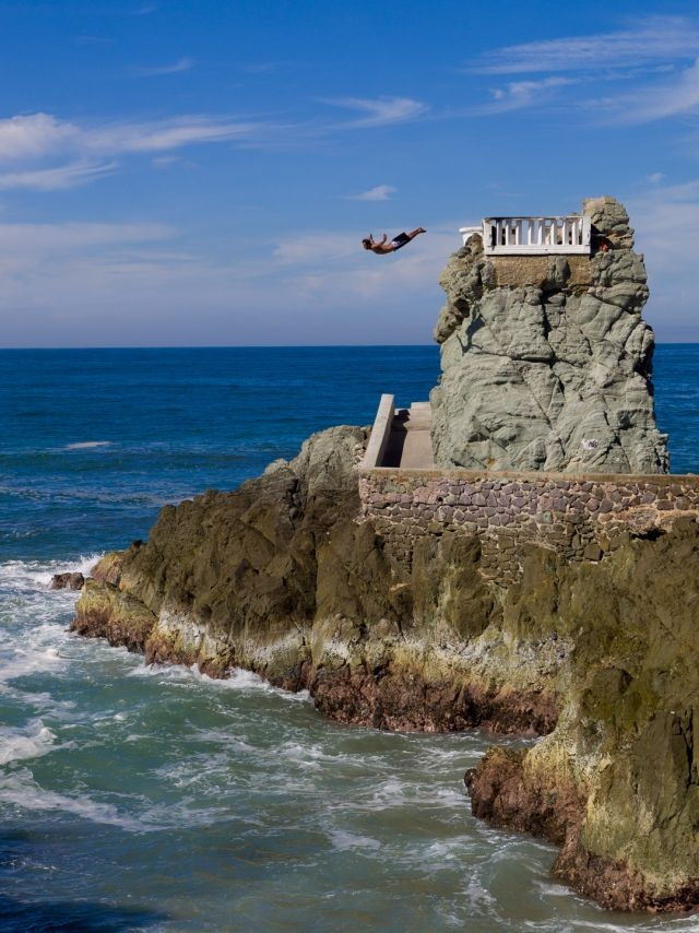 Seeing the cliff divers at Mazatlan, Mexico