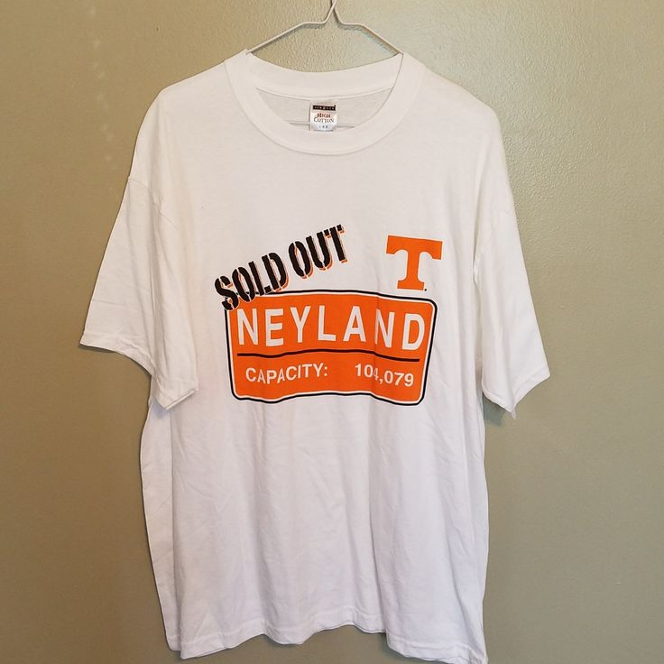 TENNESSEE VOLUNTEERS FOOTBALL NEYLAND SOLD OUT T-SHIRT SIZE LARGE WHITE