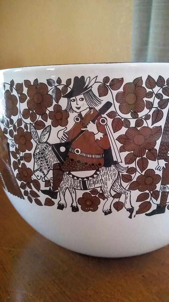 Finel Troubadour Ritari enamel bowl! https://www.etsy.com/listing/240045397/brown-and-white-finel-for-arabia-of