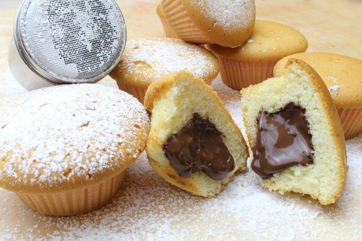 I muffin alla Nutella sono morbidi, soffici e dal cuore cremoso. Vediamo la ricetta per realizzarli passo dopo passo e conquistare tutti