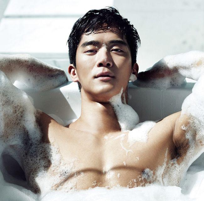 GUY CANDY: Ha Suk Jin takes a bath in Cosmopolitan