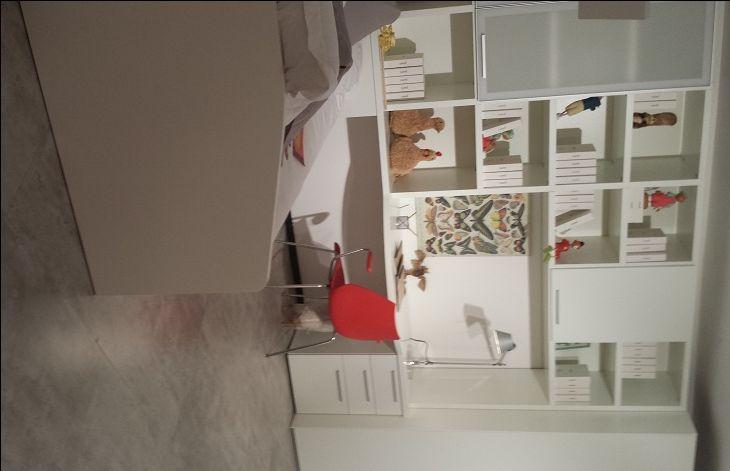 Bureau wit lak of hoogglans, Carre meubelen, boekenkast, kajuitbed met slaaplade, laden, hoog 240 cm. op maat gemaakt Dealer slaapkenner theo bot zwaag, hoorn,  project