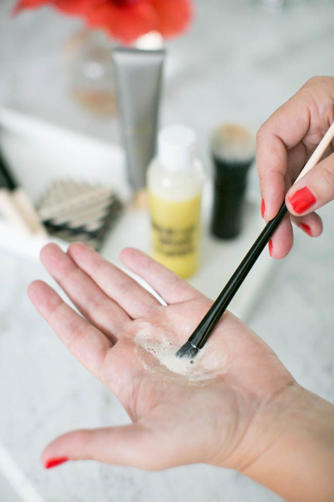 Homemade Makeup Brush Cleaner (  How To Clean Brushes Naturally) | http://hellonatural.co/homemade-makeup-brush-cleaner-how-to-clean-brushes-naturally/