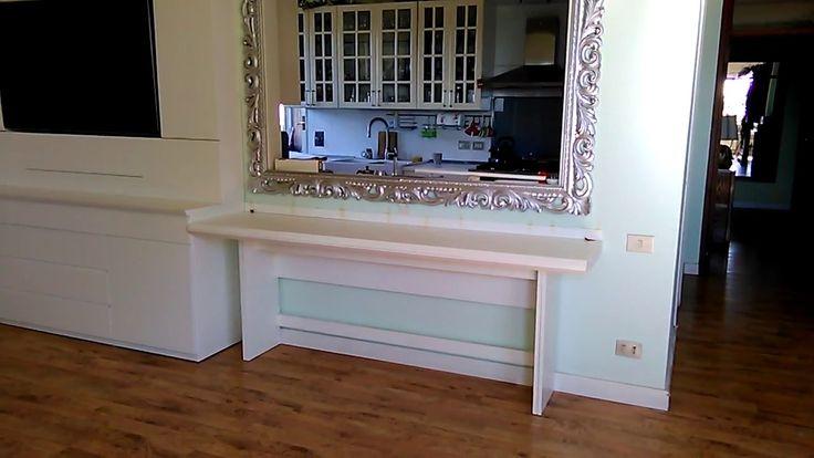 parete attrezzata con televisore a filo, con tavolo a consol