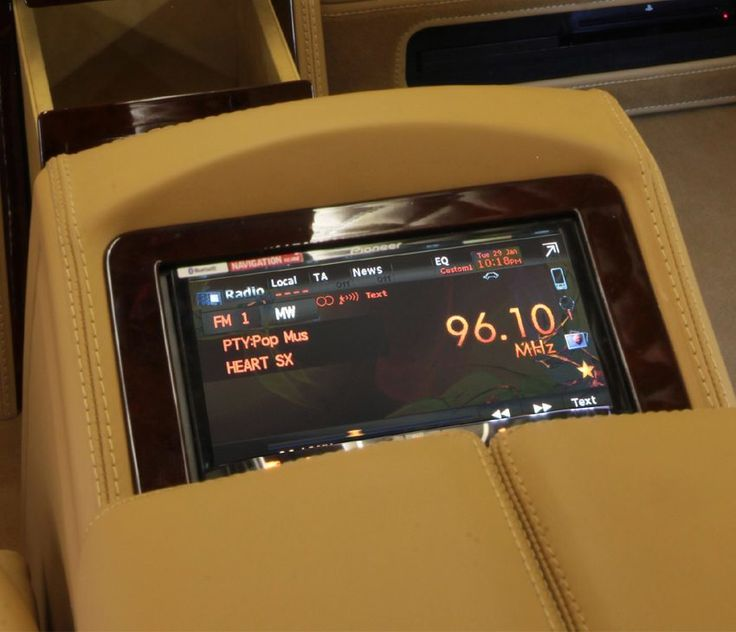 mercedes viano interior console carisma auto design pinterest auto design and vehicle. Black Bedroom Furniture Sets. Home Design Ideas
