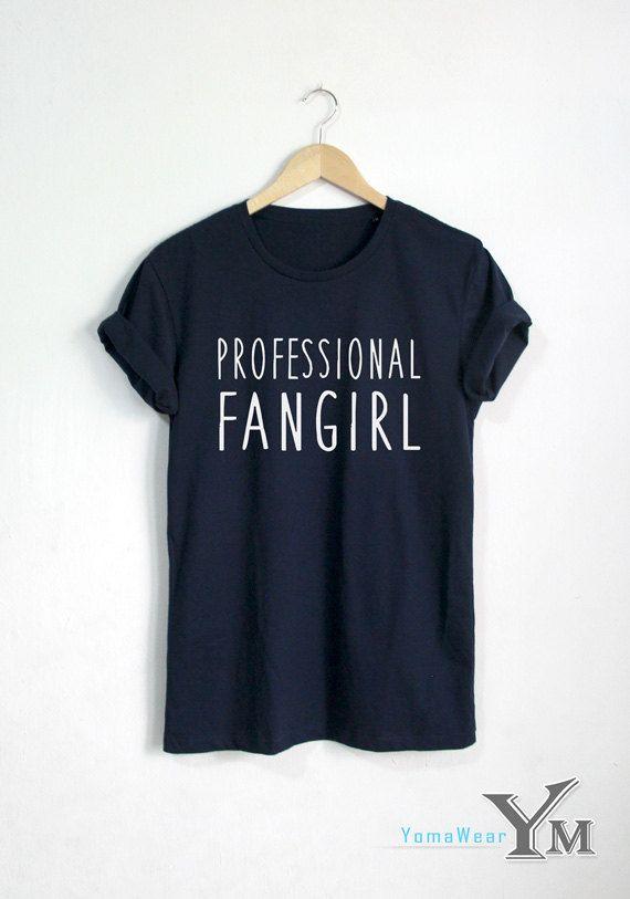 Professional-Fangirl Shirt Fashion Hipster Tshirt von YomaWear