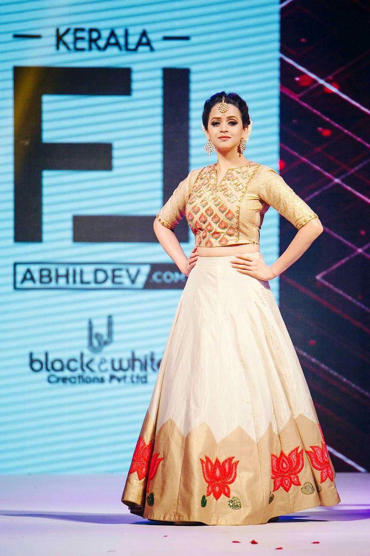 Pin By Sans On Be You Tiful Kerala Engagement Dress Set Saree Half Saree Designs