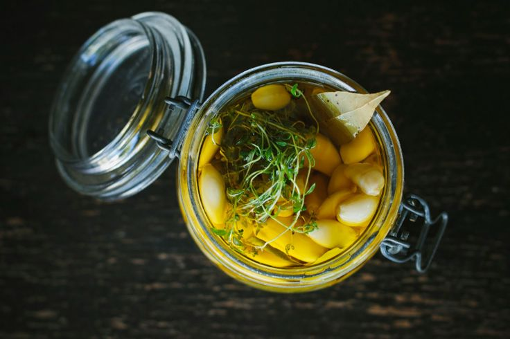 preserved garlic in extra virgin olive oil